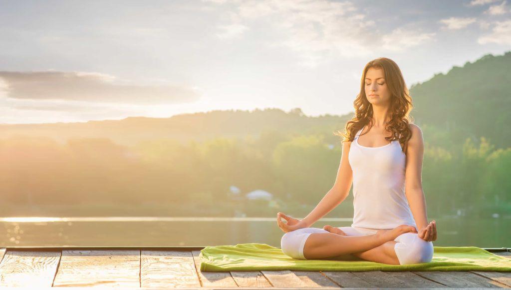 kak povysit' zhenskuyu energiyu cherez meditaciyu